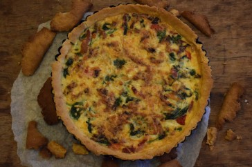 Red pepper, pancetta and spinach quiche - easy recipe