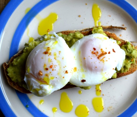 Poached eggs - the easy method (Crumbs and Roses blog)