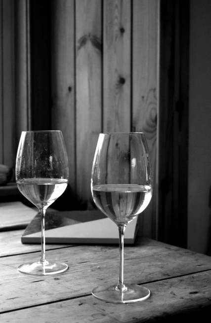 Portrait black and white - Food and wine photography (Crumbs and Roses blog)